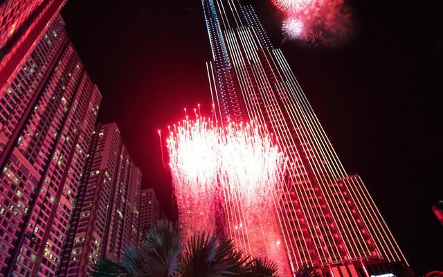 """Chuyện """"hậu trường"""" Landmark 81: Coteccons thắng thầu Lotte vì Chủ tịch Phạm Nhật Vượng muốn tòa nhà cao nhất Việt Nam phải để người Việt làm"""