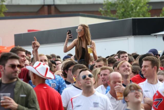 đầu tư giá trị - photo 12 1530701011233233545019 - Câu chuyện World Cup ở nước Anh: Phố xá vắng tanh không ai qua lại, 5 triệu người xin nghỉ phép sau đêm ăn mừng chiến thắng