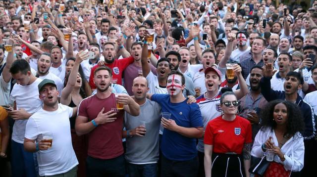 đầu tư giá trị - photo 13 15307010112341025923984 - Câu chuyện World Cup ở nước Anh: Phố xá vắng tanh không ai qua lại, 5 triệu người xin nghỉ phép sau đêm ăn mừng chiến thắng