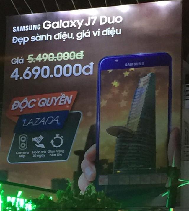 Lazada vs Tiki: Cuộc chiến Billboard ở TP Hồ Chí Minh - Ảnh 2.