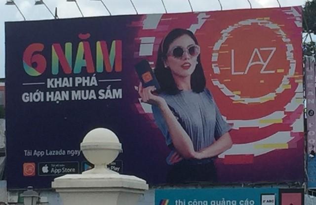 Lazada vs Tiki: Cuộc chiến Billboard ở TP Hồ Chí Minh - Ảnh 3.
