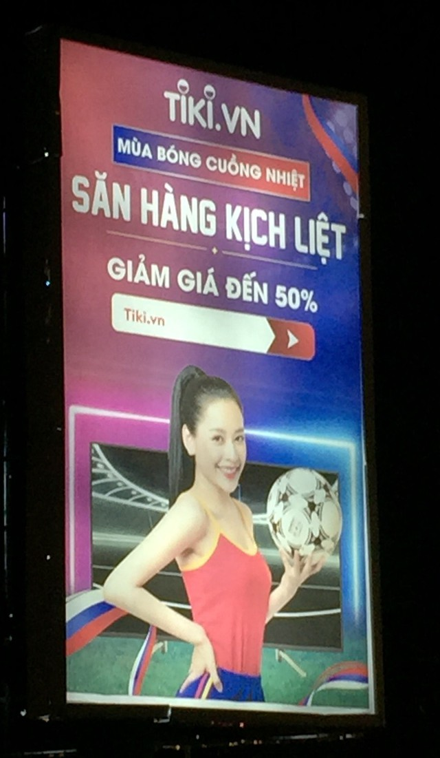 Lazada vs Tiki: Cuộc chiến Billboard ở TP Hồ Chí Minh - Ảnh 4.