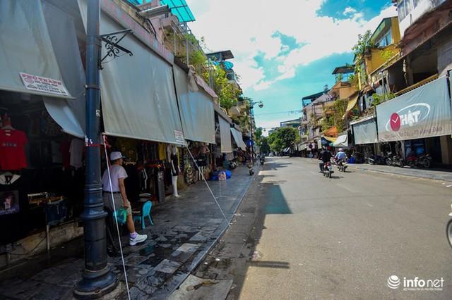 Nắng nóng gần 50 độ C, người Hà Nội dựng lô cốt mềm chống nóng - Ảnh 5.