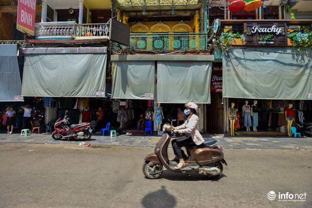 Nắng nóng gần 50 độ C, người Hà Nội dựng lô cốt mềm chống nóng - Ảnh 6.