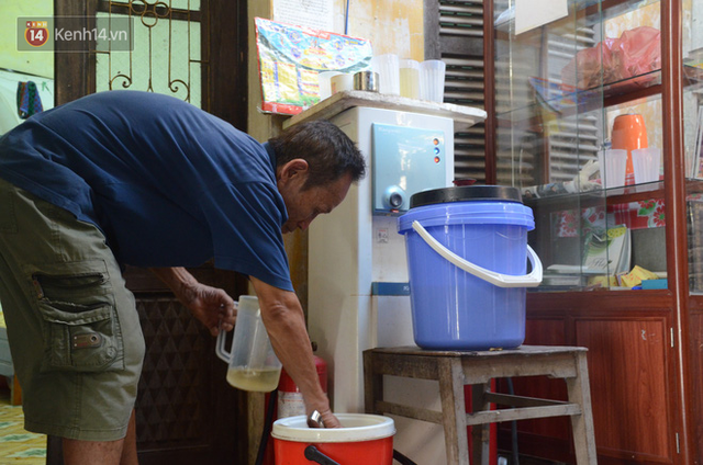 Tình người trong dãy trọ 15k/ đêm ở Hà Nội: Ông chủ tự bỏ tiền túi lắp điều hòa, quạt mát cho người nghèo trốn nóng - Ảnh 14.