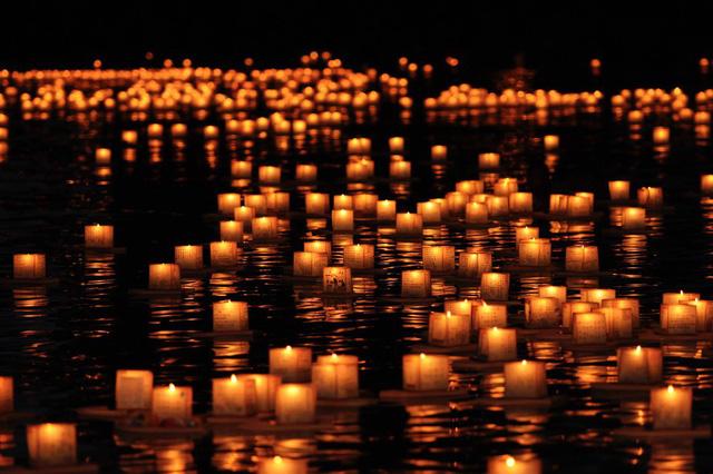 Lễ hội đèn lồng đặc biệt của người Hawaii - Ảnh 12.