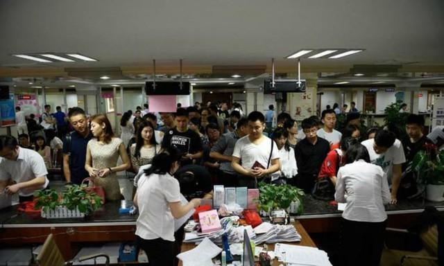 Sau kì thi quốc gia, hàng loạt các bậc phụ huynh Trung Quốc dắt tay nhau ra tòa... ly dị - Ảnh 1.