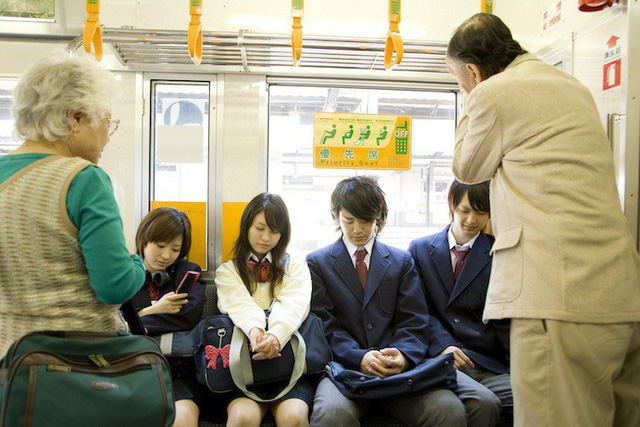 Nước Nhật rất lịch sự nhưng người trẻ ít khi nhường ghế cho người già và lí do đặc biệt phía sau - Ảnh 2.