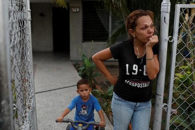 Venezuela vật vã với tình trạng thiếu điện thắp sáng và chống nóng - Ảnh 2.