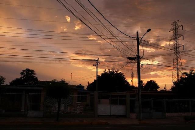 Venezuela vật vã với tình trạng thiếu điện thắp sáng và chống nóng - Ảnh 12.
