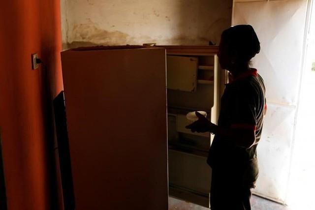 Venezuela vật vã với tình trạng thiếu điện thắp sáng và chống nóng - Ảnh 13.
