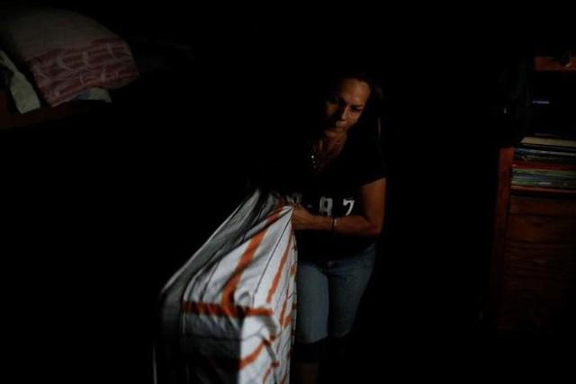 Venezuela vật vã với tình trạng thiếu điện thắp sáng và chống nóng - Ảnh 14.