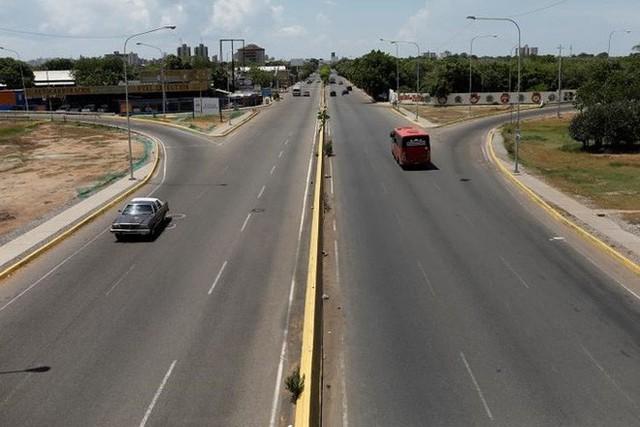 Venezuela vật vã với tình trạng thiếu điện thắp sáng và chống nóng - Ảnh 10.