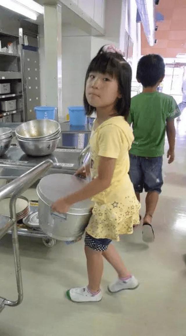 Chỉ một bữa trưa của học sinh tiểu học đã cho thấy người Nhật bỏ xa thế giới ở lĩnh vực trồng người như thế nào - Ảnh 22.