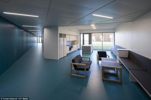 Nhà tù nhân đạo nhất thế giới ở Đan Mạch: Khuôn viên như khách sạn 5 sao, tù nhân thoải mái sinh hoạt và giải trí như ở nhà - Ảnh 5.