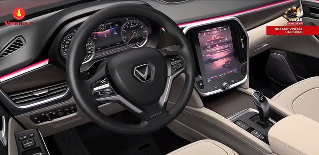 VinFast lộ hình ảnh nội thất đầu tiên: Logo chữ V nổi bật, màn hình cảm ứng lớn - Ảnh 1.
