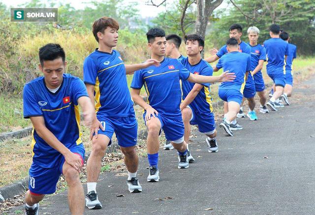 Chê sân tập quá xa, U23 Việt Nam bị chủ nhà Indonesia đổi cho sân khác còn xa hơn - Ảnh 1.