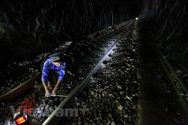 Ngành đường sắt 'lên đời' nhờ được 'rót' cả gói 7.000 tỷ đồng - Ảnh 1.