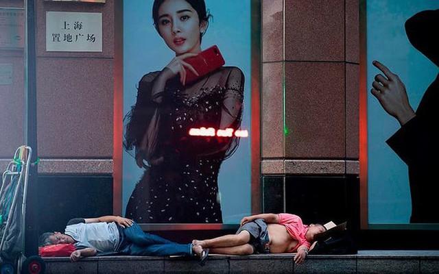 """Ảnh: Thượng Hải nóng """"như lò lửa"""", người dân phải đổ ra đường ngủ - Ảnh 3."""