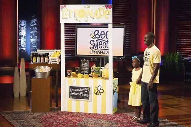đầu tư giá trị - beesweet 1534324726108736444125 - Cô bé 13 tuổi sở hữu thương hiệu nước chanh bán chạy nhất nước Mỹ, gọi được 60.000 USD tại Shark Tank