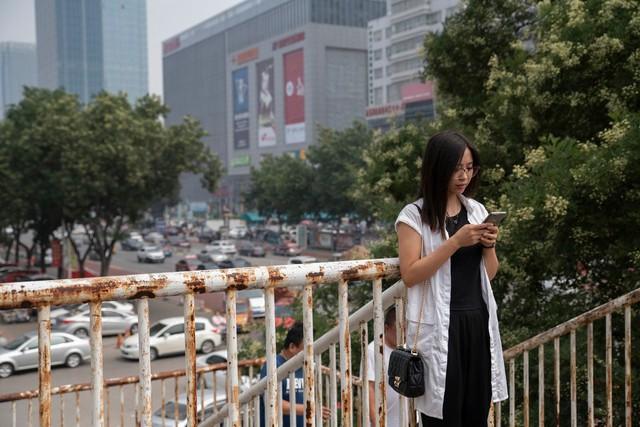 đầu tư giá trị - merlin1416424445b29d81b 362e 459c 9d4d 8b77aa563094 jumbo 1534298776620188880001 - Ở Trung Quốc đang hình thành cả một thế hệ không hề biết đến Facebook, Google hay Twitter, chỉ tìm kiếm bằng Baidu, lướt Weibo, nhắn tin qua Wechat và mua hàng hóa bằng Alibaba
