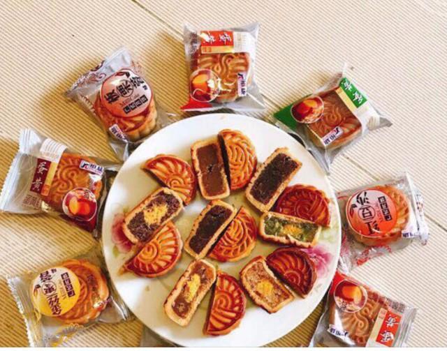 Bánh trung thu giá rẻ Trung Quốc bán tràn lan trên mạng - Ảnh 1.
