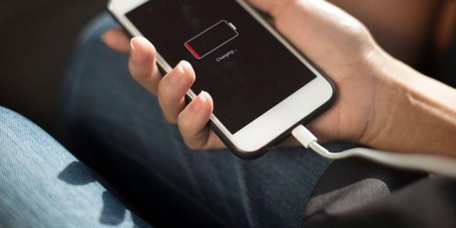 5 sự thật về sạc pin smartphone thời 2018: Sạc chưa đầy cứ rút thoải mái, sạc lâu dài mới dễ hỏng pin! - Ảnh 1.