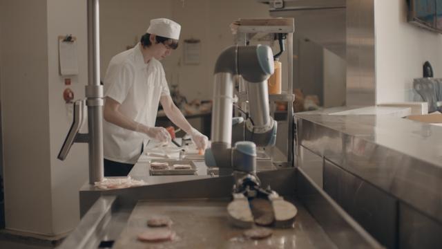 Cuộc xâm lăng không mấy ngọt ngào của robot đầu bếp thời 4.0 - Ảnh 1.