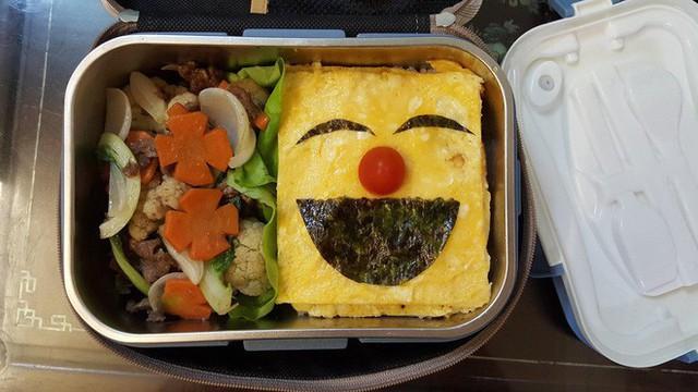 Vợ chuẩn bị đồ ăn vừa ngon vừa bắt mắt, anh chồng mắc cỡ chỉ dám len lén mở ra vào mỗi bữa trưa - Ảnh 2.