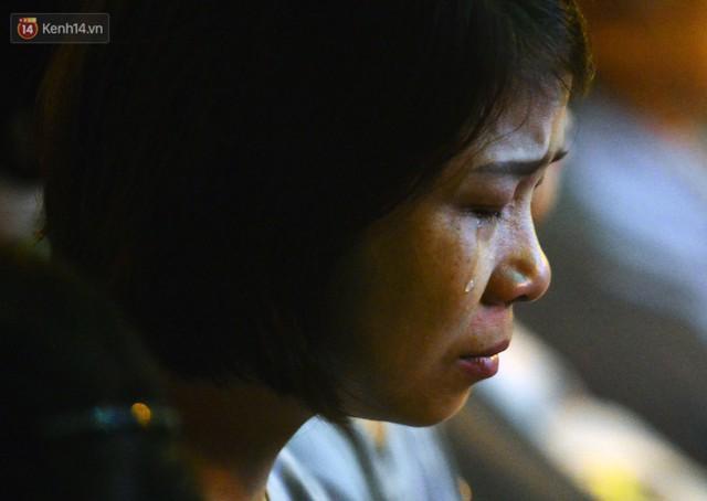 Nhiều người cài hoa trắng bật khóc tại lễ Vu Lan tháng Bảy: Ai còn cha còn mẹ thì vui lắm chứ... - Ảnh 8.