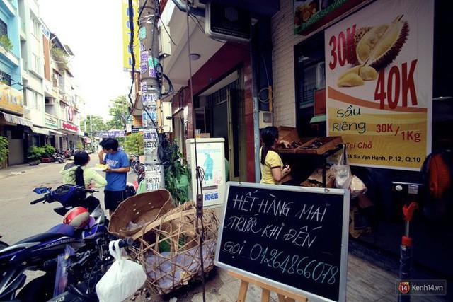Chuyện lạ ở Sài Gòn: Đội nắng xếp hàng mua sầu riêng, ăn xong phải trả lại hạt để lấy tiền cọc - Ảnh 16.
