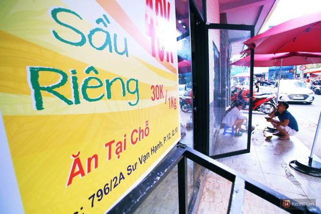 Chuyện lạ ở Sài Gòn: Đội nắng xếp hàng mua sầu riêng, ăn xong phải trả lại hạt để lấy tiền cọc - Ảnh 20.