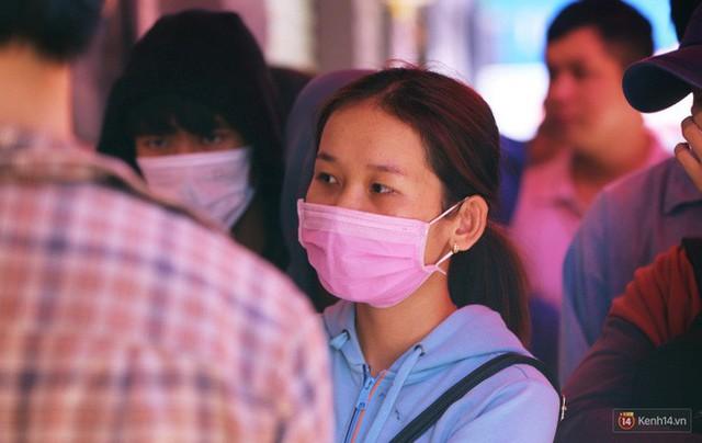 Chuyện lạ ở Sài Gòn: Đội nắng xếp hàng mua sầu riêng, ăn xong phải trả lại hạt để lấy tiền cọc - Ảnh 3.