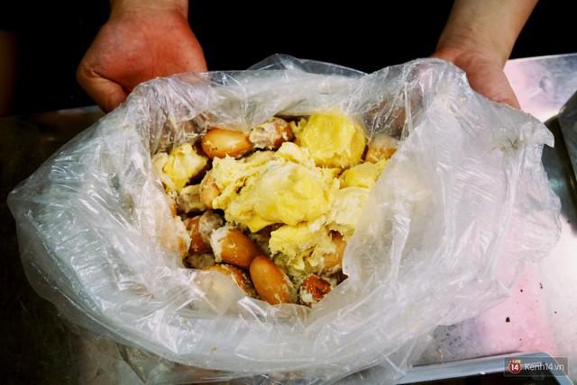 Chuyện lạ ở Sài Gòn: Đội nắng xếp hàng mua sầu riêng, ăn xong phải trả lại hạt để lấy tiền cọc - Ảnh 25.
