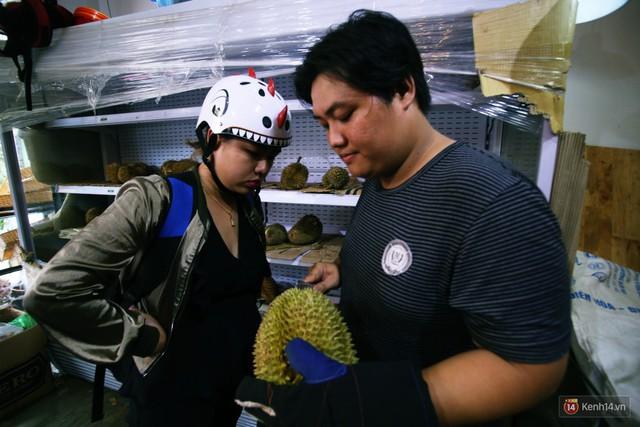 Chuyện lạ ở Sài Gòn: Đội nắng xếp hàng mua sầu riêng, ăn xong phải trả lại hạt để lấy tiền cọc - Ảnh 8.
