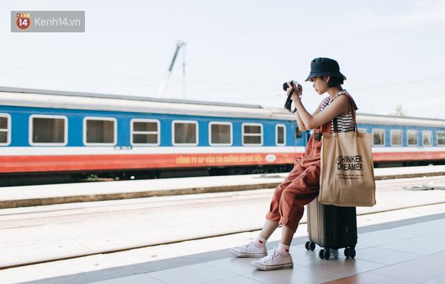 Hãy thử 1 lần đi du lịch bằng tàu hoả để tận hưởng cảm giác mùa hè lướt ngoài cửa sổ - Ảnh 1.