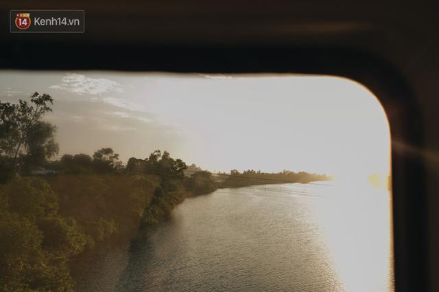 Hãy thử 1 lần đi du lịch bằng tàu hoả để tận hưởng cảm giác mùa hè lướt ngoài cửa sổ - Ảnh 20.