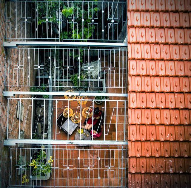 Giữ nguyên khung cũ nhưng từng góc của ngôi nhà 20 năm tuổi ở Sài Gòn đều rất ấn tượng nhờ cải tạo nhà thông minh - Ảnh 3.