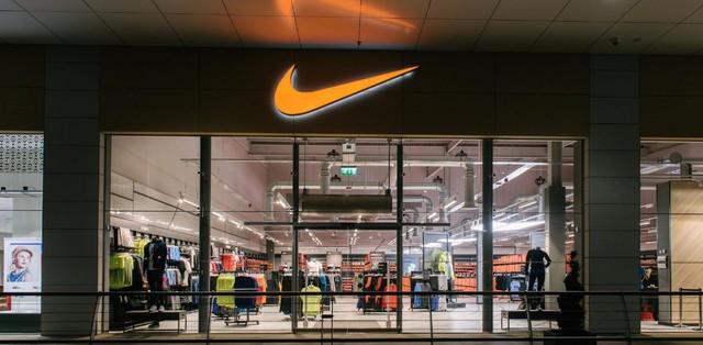 """Sự """"keo kiệt"""" của Nike: Lợi dụng nhân lực rẻ, đo đếm """"từng xu"""" chi phí, dùng robot may cho rẻ… và lãi gấp 2,5 lần Adidas! - Ảnh 4."""