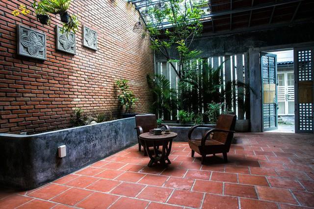 Giữ nguyên khung cũ nhưng từng góc của ngôi nhà 20 năm tuổi ở Sài Gòn đều rất ấn tượng nhờ cải tạo nhà thông minh - Ảnh 5.