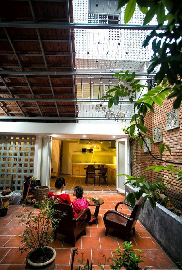 Giữ nguyên khung cũ nhưng từng góc của ngôi nhà 20 năm tuổi ở Sài Gòn đều rất ấn tượng nhờ cải tạo nhà thông minh - Ảnh 6.