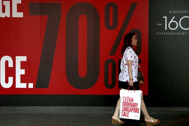 Diễn biến lạ trong nội tại nền kinh tế Trung Quốc: Lớp trẻ phải hoãn sinh con, bớt mua sắm đồ xa xỉ, từ bỏ phòng gym đến công viên tập luyện để... tiết kiệm tiền - Ảnh 3.