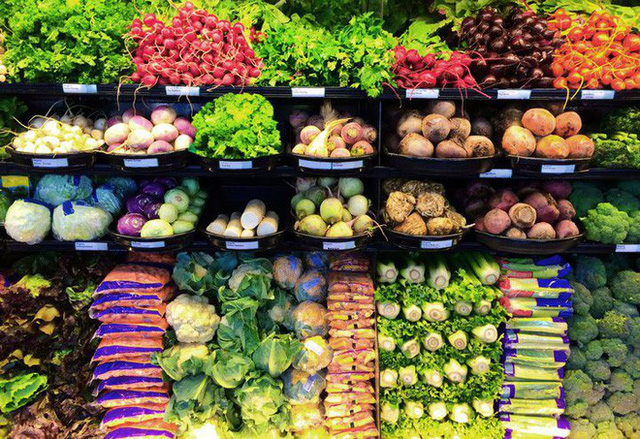 Bạn biết không: Dân Châu Âu thẳng tay vứt bỏ 50 triệu tấn rau củ quả mỗi năm chỉ vì trông chúng xấu mã - Ảnh 1.