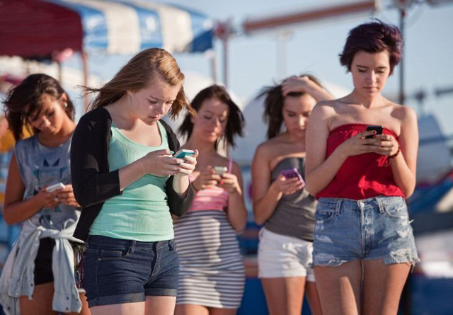 """Teen Mỹ """"khuyên nhủ"""" nhau từng bước chống lại nghiện smartphone - Ảnh 1."""