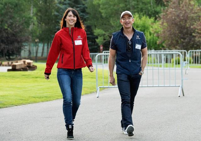 Jeff Bezos đã đưa Amazon trở thành nhà bán lẻ hàng đầu thế giới như thế nào? - Ảnh 1.