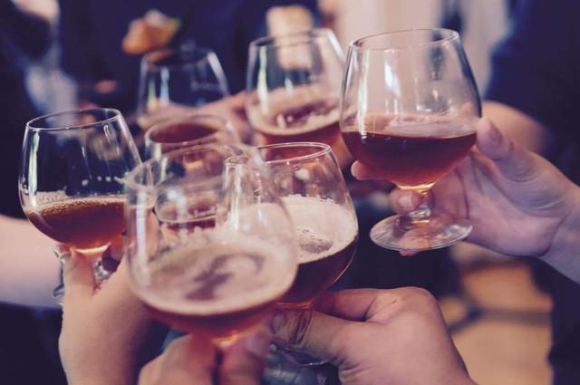 Không có liều lượng nào là an toàn khi uống rượu cả - nghiên cứu quy mô 26 năm cho biết - Ảnh 1.
