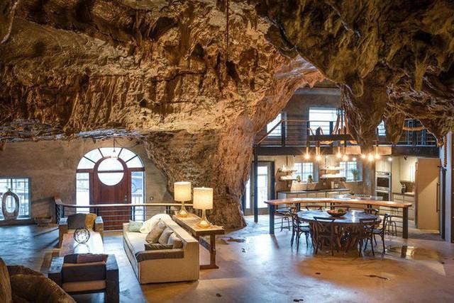 Hang động sang trọng nhất thế giới đang được rao bán với giá 58 tỷ đồng, bên ngoài hoang sơ bên trong mới thật sự bất ngờ - Ảnh 3.