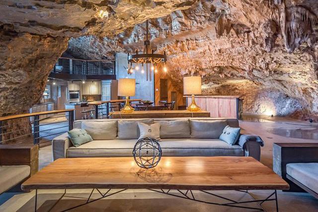 Hang động sang trọng nhất thế giới đang được rao bán với giá 58 tỷ đồng, bên ngoài hoang sơ bên trong mới thật sự bất ngờ - Ảnh 4.
