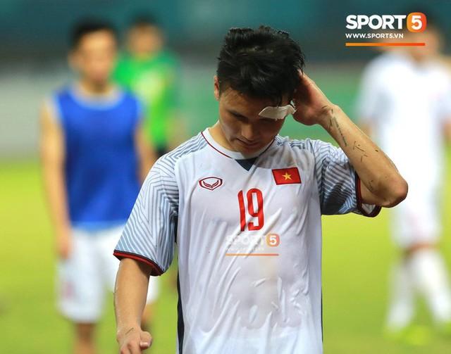 Quang Hải đổ máu, Duy Mạnh đau đớn rời sân trong ngày Olympic Việt Nam làm nên lịch sử - Ảnh 5.