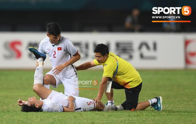 Quang Hải đổ máu, Duy Mạnh đau đớn rời sân trong ngày Olympic Việt Nam làm nên lịch sử - Ảnh 6.